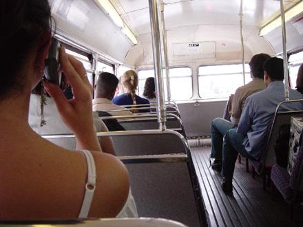 Пассажиры маршрутных такси и автобусов