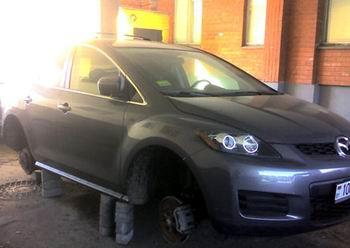 Снятые с автомобилей колеса