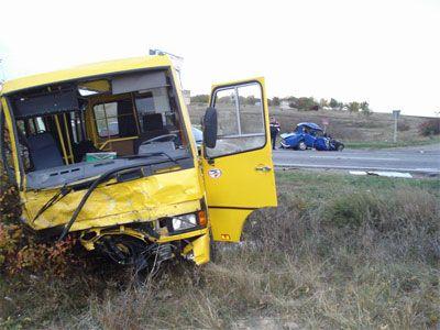 рейсовый автобус столкнулся с КамАЗом